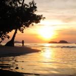 Posta de sol a Ko Chang, una de les tantes illes del país.