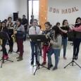 Els alumnes de l'Escola Municipal de Música, ahir capvespre, varen cantar nadales al Centre de dia. A continuació en podeu veure un resum.