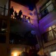 Ahir vespre començàrem la programació especial d'aquests dies, amb una connexió en directe des de l'Edifici Bonaire de Cala Millor, on aquests dies d'estar tancats a casar, van organitzant actes […]