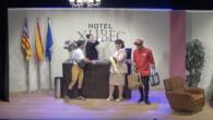 Amb l'obra hotel Xubec, d'Arnau Serra, tornen a pujar a l'escenari el grup d'adults de l'escola municipal de teatre.