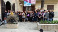 Aquestes són les imatges de la lectura del manifest institucional del dia de la dona, que s'ha llegit avui migdia, davant l'Ajuntament.