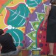 Aquest mes d'agost i en dies d'ona de calor, na Devi, ajudada per mares i pares de l'AMIPA de Jaume Fornaris, han estat pintant un gran mural a la paret […]
