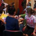 Avui capvespre s'ha realitzat un taller de Maquillatge d'Halloween pels més petits. El taller s'ha fet al hall del teatre La Unió que s'havia decorat per l'ocasió.