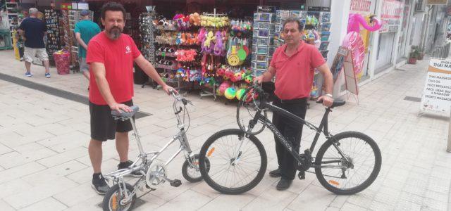 Unasèriede comerciants de la primeralíniade Cala Millor han optat, davant la falta d'aparcaments a Cala Millor, du les bicis dins el cotxe i aparcar a l'entrada de Cala Millor. A […]