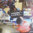 La Guàrdia Civil està cercant a un atracador que l'horabaixa de dijous passat va assaltar a punta de ganivet una gasolinera a Cala Millor.La càmera de seguretat de l'establiment que […]