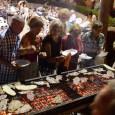 Unes 500 persones es reuniren ahir vespre, a la plaça Eureka de Cala Millor, per celebrar el sopar a la fresca, a benefici de l'Associació contra el càncer.